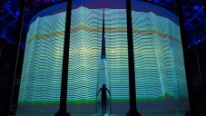 Instalace Ron Arad's Curtain Call