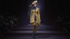John Galliano představil kolekci na podzim a zimu