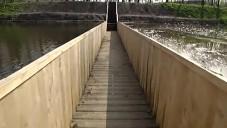 Projděte se po nizozemském Mojžíšově mostě