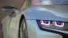 BMW i8 Spyder se ukázal za jízdy do detailu
