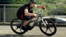 E-bike Wörthersee od Audi se předvádí za jízdy