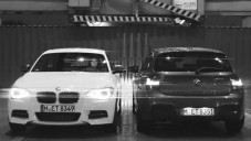 V klipu se stíhá třídveřové a pětidvéřové BMW 1