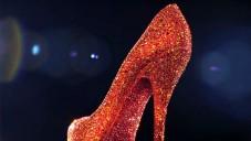 Christian Louboutin vystavuje své boty v Londýně