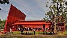 Jean Nouvel postavil rudý Serpentine pavilon 2010