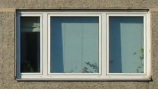 Menno Aden fotografoval stejná okna stovky bytů
