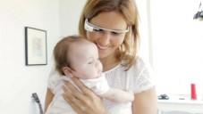Využití brýlí Google Glass ukázáno na čerstvé mamince