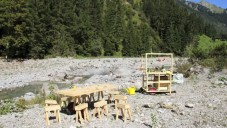 Mobilní dřevěné pohostinství rozprostřeno v horách