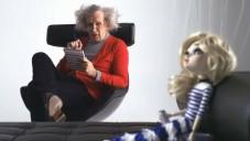 Jean Paul Gaultier ze sebe v seriálu dělá psychologa
