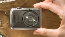 Nikon představil svůj nejmenší foťák Coolpix S01