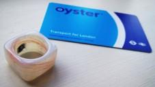 Brit udělal z městské karty prsten s čipem na metro
