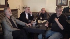 Čtyři muži půl hodiny vzpomínají na Karla Nepraše