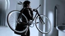 Rizoma 77-011 je stylové kolo nositelné na rameni