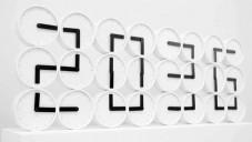Analogové hodiny The Clock Clock ukazují digitální čas