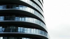 Mrakodrapy Absolute Towers mají tekuté tvary soch