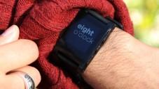 Hodinky Pebble ukáží potřebné informace z mobilu