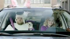 Seriálová Penny jako kouzelná víla v reklamě na RAV4