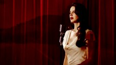 Lana Del Rey natočila klip k filmu Desire s novým F-Type