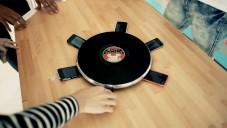 Happy Together je stůl mixující hudbu až z šesti mobilů