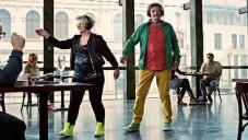 Sony má reklamu na sluchátka s tančícími důchodci