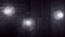 Soffio je světelná instalace jedné LED diody tvořící duhu