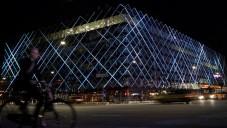 V srdci Kodaně září budova průmyslu LED světly