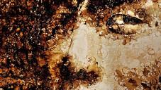 Red umí vytvořit jen s šálkem kávy obří portrét