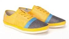 Pár nositelných papírových bot váží jen 150 gramů