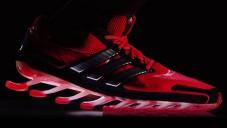 Adidas ukázal běžecké boty Springblade s lopatkami