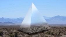 Les Méchants postaví psychedelickou pyramidu Luz