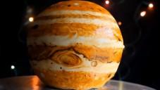 Cakecrumbs vytváří dorty jako planety Jupiter či Země