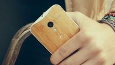 Nový mobil Moto X si navrhnete sami a to i ve dřevě