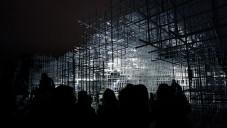 UVA udělali světelnou show na Serpentine Pavilonu
