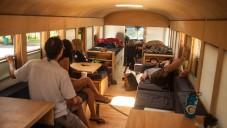 Američan si předělal školní autobus na super bydlení