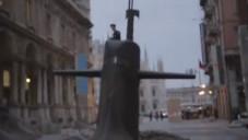 Ponorka se vynořila v Miláně přímo uprostřed ulice