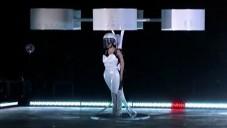 Lady Gaga ukázala a otestovala své první létající šaty