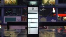 Po Praze se pohybovala mluvící lednice Charlie
