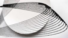 David Derksen ozdobil kyvadlem talíře Oscillation