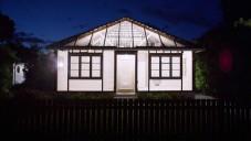 Ian Strange výtvarně přetvořil domy po zemětřesení