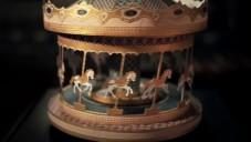 Wheel Of Life je malebně animovaný kolotoč z papíru