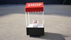 Tokiem se prohání miniaturní obchod na dálkové ovládání