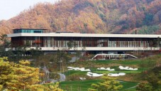 Mecanoo postavilo jihokorejský golfový klub pod horami