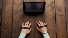 AirType jsou dva náramky pro psaní bez klávesnice