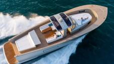 Alen 55 je luxusní jachta s komfortně vybavenou palubou