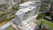 Zaha Hadid ukazuje Jockey Club Innovation Tower