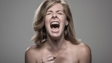 Fotograf portrétoval lidi zasažené elektrickým proudem