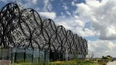 Fasádu knihovny v Birminghamu tvoří poetické kružnice