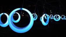 Boston otevřel park s 20 svítícími houpačkami Swing Time