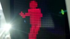 V Portugalsku zastavoval chodce tančící červený panáček