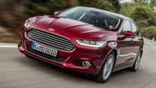 Nový pětidvéřový Ford Mondeo se ukazuje za jízdy