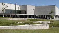 Casa Esmeriz je moderní obecní dům na severu Portugalska